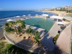 Kings Beach - Beachfront Salt Water Pool - Surfers Paradise Gold Coast